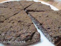 Fotorecept: Makový koláč bez múky -  Chia semienka zalejeme povrch vodou a necháme cca 15 min. v chladničke..  Vajíčka rozmixujeme spolu...