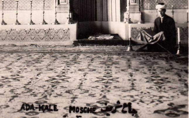 Fotografie extrem de rară: covorul sultanului Abdul Hamid al II-lea, pe vremea când insula Ada Kaleh încă nu-şi dormea somnul sub ape | adevarul.ro