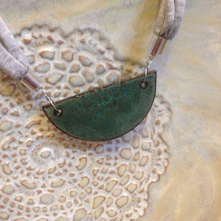 A.Matusik- ceramika, zawieszka naszyjnik