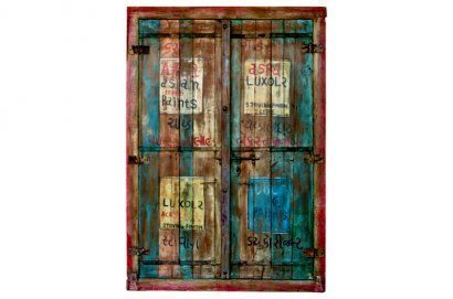 Ces 2 portes intégrées à l'intérieur d'un immense cadre en teck sont très anciennes, et très indiennes. La peinture elle, a été refaite récemment, dans le style d'origine. On imagine aisément un immense placard très déco, d'autant plus original que cet ensemble existe en 2 exemplaires (autre référence AL084-2), qui peuvent être intégrés côte à côte dans la même pièce. Origine : Inde Dim. : H201,5 x L141 www.narreo.fr