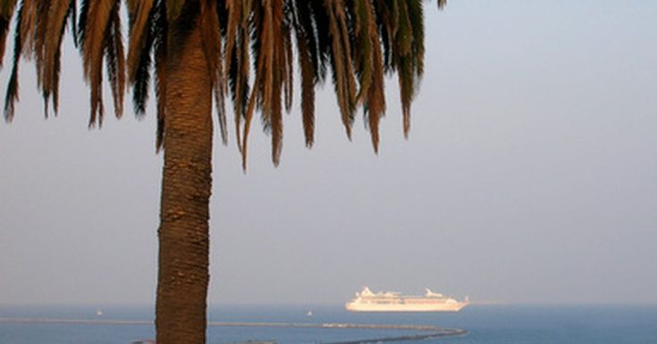 Dicas para um cruzeiro pelas Bahamas. As Bahamas têm sido um dos melhores destinos do Caribe por muito tempo, e uma das melhores maneiras de se ver as ilhas é de navio. Algumas dicas de cruzeiro para as Bahamas ajudarão você a garantir que sua viagem será muito agradável.