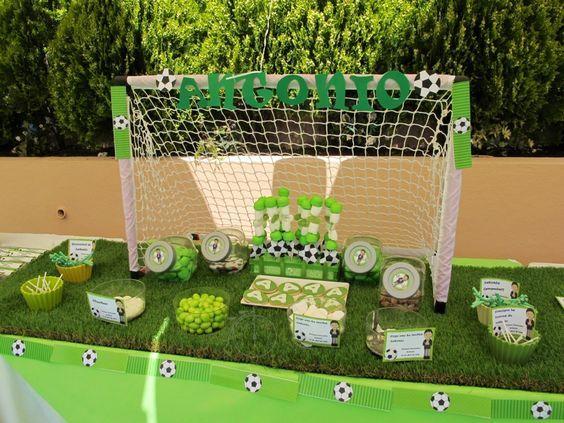 Comunión hecha para Antonio. Muy futbolera!! todo estaba tematizado con el fútbol, su gran pasión! Aquí os dejamos el Candy Bar