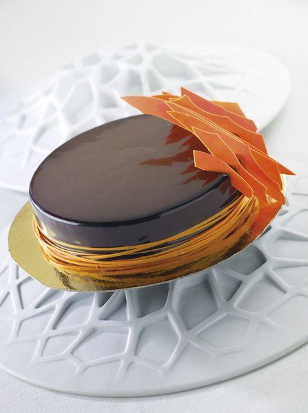 Entremets chocolat amer et orange sanguine, croustillant salé