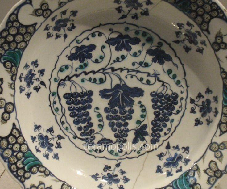 Iznik Plate – Motif Grapes in Cobalt Blue Color  Iznik 16th – Metropolitan Museum NY
