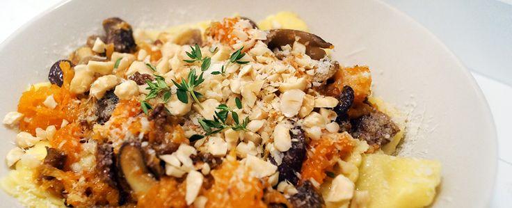 Gewoon wat een studentje 's avonds eet: Ravioli met boter, pompoen, paddenstoelen, hazelnoot en parmezaanse kaas