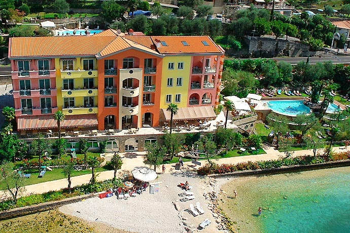 Belfiore Park Hotel - Brenzone ... Garda Lake, Lago di Garda, Gardasee, Lake Garda, Lac de Garde, Gardameer, Gardasøen, Jezioro Garda, Gardské Jezero, אגם גארדה, Озеро Гарда ... Welcome to Belfiore Park Hotel Brenzone. Flower gardens, olive groves, pure air . This is Garda Lake where Hotel Eden and Belfiore Park Hotel welcome you, offering unique and unforgettable vacations. Our Hotels, at the foot of Monte Baldo Europes Botanical Gar