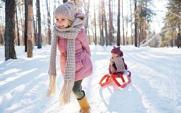 Are oatmeal baths effective? Will bleach help eczema? Pediatric Dermatologist Kristen Hook, MD, shares a few tips for winter #skincare.