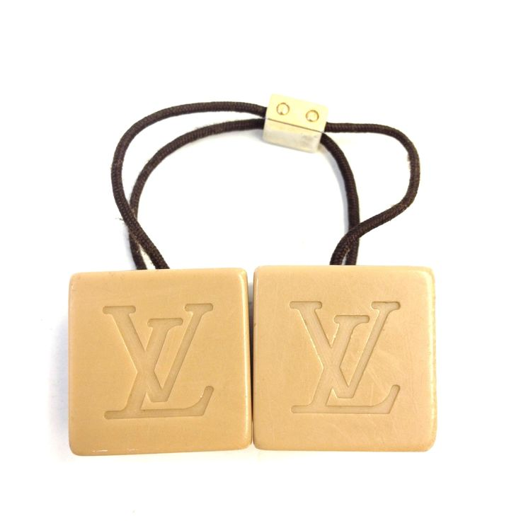 Louis Vuitton #6377 hair cube Jelly nude beige solid monogram LV logo. Free shipping and guaranteed authenticity on Louis Vuitton #6377 hair cube Jelly nude beige solid monogram LV logo at Tradesy. Authentic Louis Vuitton hair cubes in good to very...