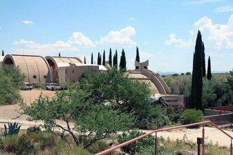 """Arcosanti (Paolo Soleri, dal 1970), prototipo di città progettato e realizzato in base ai principi della """"Arcologia"""", la disciplina che unisce architettura ed ecologia"""