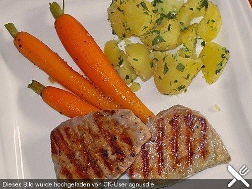 http://www.chefkoch.de/rezepte/136671059051680/Thunfischsteak-mit-karamellisierten-Knoblauchmoehren-und-Korianderkartoffeln.html