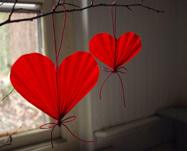 paper accordion hearts - pretty
