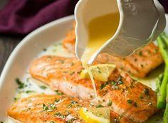 Notre recette de saumon au beurre à l'ail et citron est toute simple et rapide à cuisiner. C'est bon à s'en lécher les doigts.