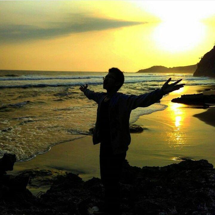 Kabupaten Kebumen memang menyimpan keindahan alam yang menakjubkan. Kabupaten yang terletak diantara kabupaten Banyumas, Purworejo, Banjarnegara, dan berbatasan langsung dengan Samudera Hindia ini memiliki potensi alam yang sangat indah. Bagian selatan Kebumen berupa dataran rendah, sedangkan bagian utara merupakan dataran tinggi berupa pegunungan dan perbukitan yang merupakan rangkaian dari Pegunungan Serayu Selatan. Wisata alam di …