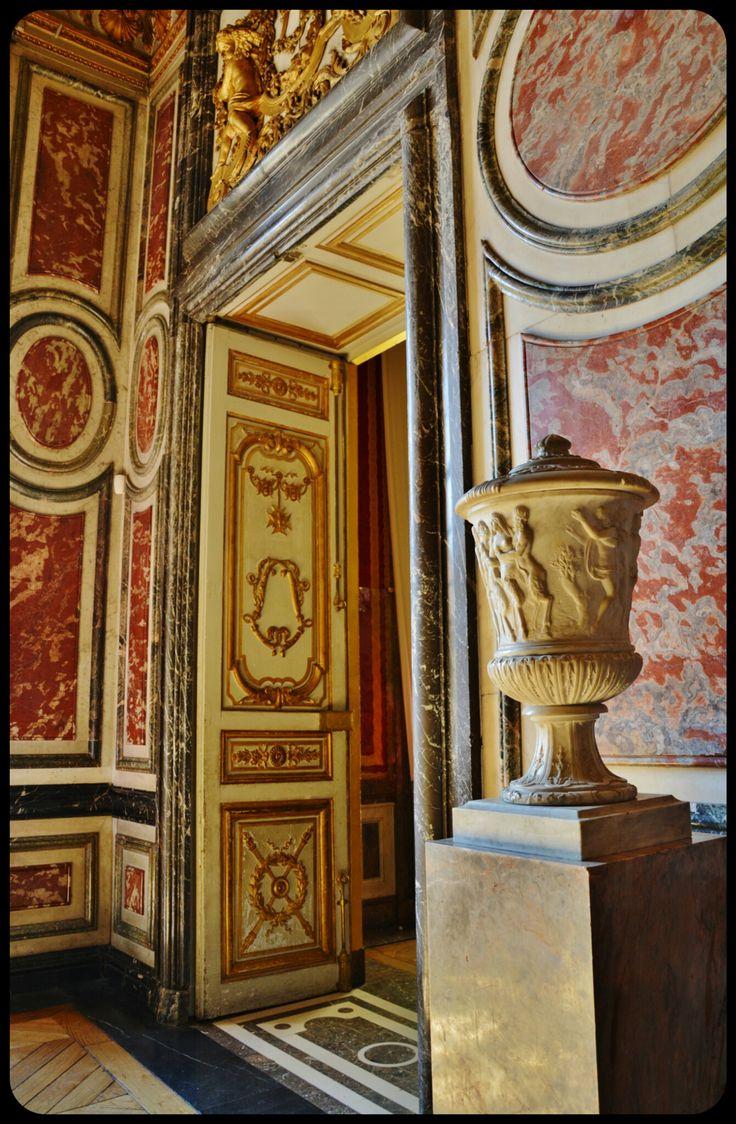VERSAILLES_Seuil de porte sur le pallier des Grands Appartements de la Reine, au Château de Versailles 04/2014.