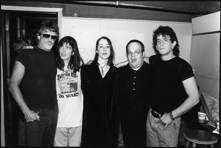 (L-R) Kris Kristofferson (..The Highwaymen), Victoria Williams (country and folk), Suzanne Vega, Vin Scelsa (NyC Radio personality) and Lou Reed - at 'The Bottom Line' club in (1994) - photo by © Ebet Roberts Redferns/Getty Images.