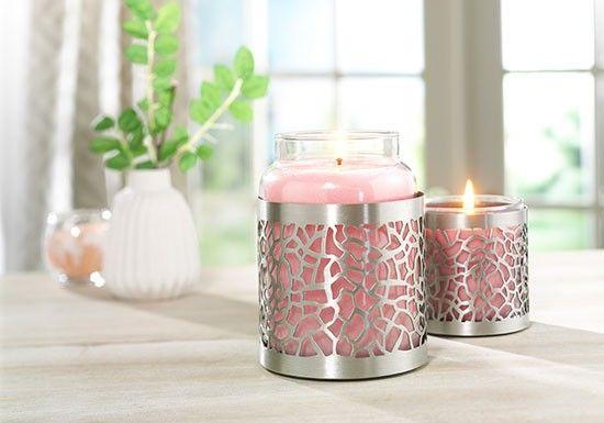Yankee Candle, créée il y a 45 ans aux Etats-Unis, est La référence des bougies parfumées. Support à bougie décor en métal brossé.