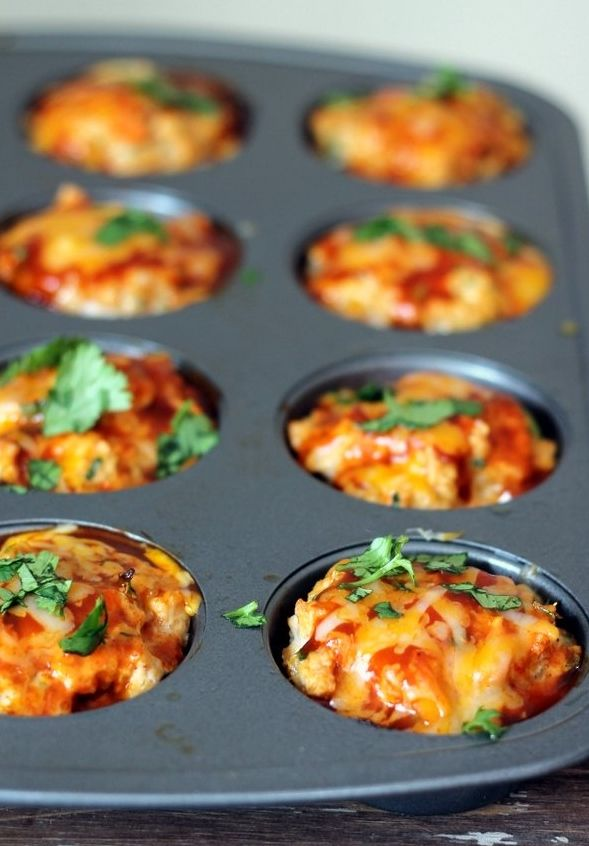 Cheesy Chicken Quinoa Enchilada Meatloaf Muffins are a great healthy dinner option – flavorful, moist, low-carb and packed with protein!