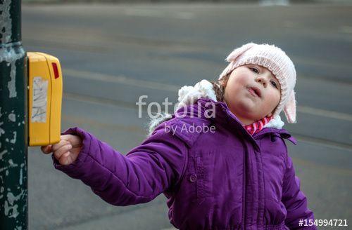 """Laden Sie das lizenzfreie Foto """"Auf grün schalten"""" von Photocreatief zum günstigen Preis auf Fotolia.com herunter. Stöbern Sie in unserer Bilddatenbank und finden Sie schnell das perfekte Stockfoto für Ihr Marketing-Projekt!"""