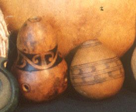 Koauau ponga ihu This is globular flute played with the nose. It is made from the hue/gourd. Small gourd with top removed and two small holes. Blowing across the top with one nostril produces flute-like sound. This has a sweet sound .