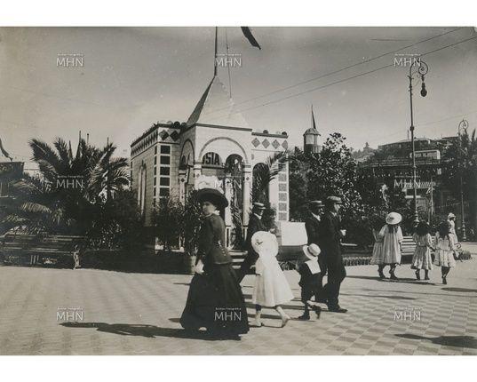 Nueva imágen de la Plaza Victoria del año 1900     Fuente:  Fotografía Patrimonial  M.H.N.