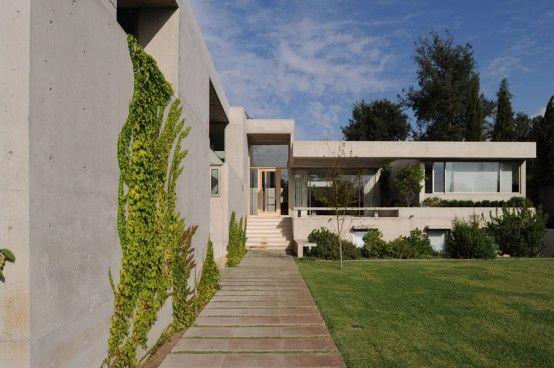 Awesome Simple Yet Beautiful Chile House Design – Casa Curamavida by Izquerdo Lehmann : Simple Yet Beautiful Chile House Design With White S...
