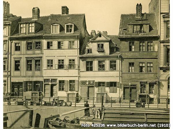 Wohnhäuser und Spreekahn an der Fischergracht, Friedrichsgracht 7-10, 10178 Berlin - Mitte (1910)