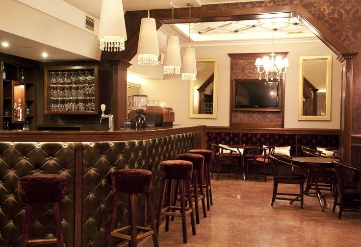 Hotel Délibáb**** Hajdúszoboszló Kamilla Kávézó. Klasszikus stílusban megálmodott sörbárunkban csocsó, darts és billiárdozási lehetőséggel várjuk kikapcsolódni vágyó vendégeinket. Termünk kiválóan alkalmas kisebb zártkörű rendezvények, baráti összejövetelek, osztálytalálkozók szervezésére. www.hoteldelibab.hu/ #Hajduszoboszlo #wellness #hotel #gyogyszalloda #hungary