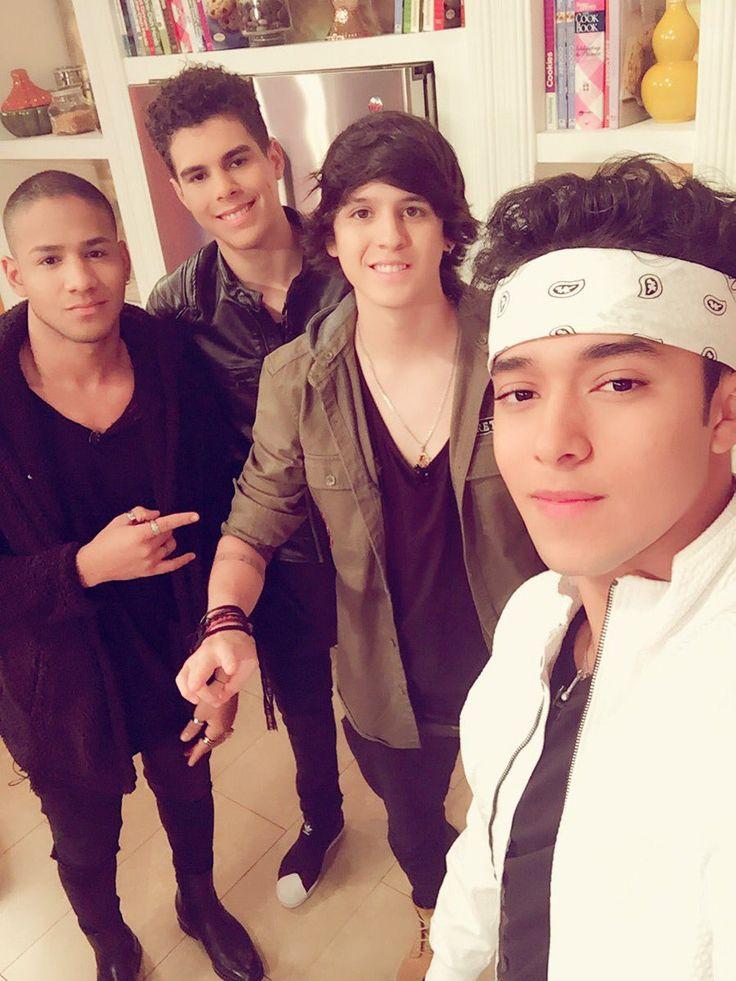 Todos hermosos cómo siempre pero destaca mi Joel y mi Chris y Erick qué no está :,c