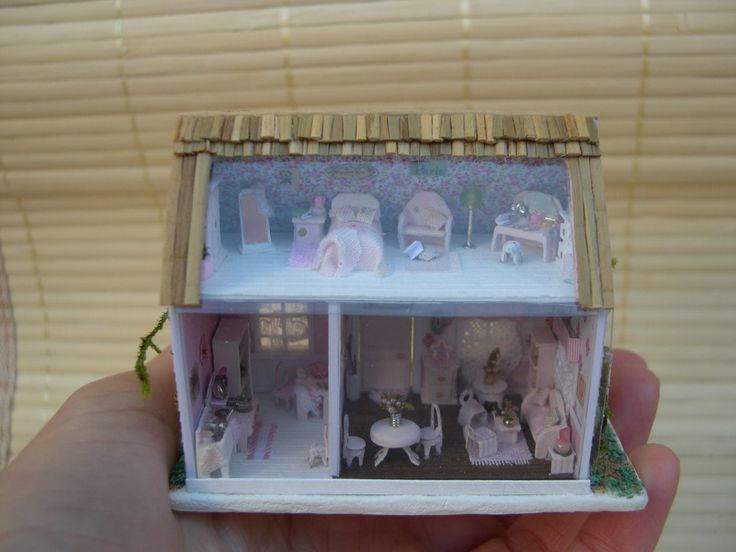 Dollhouse scale 1/144, type shabby, hand made desce zero with different materials such as cardboard, paper, beads, etc..  The shipment is made to be certified