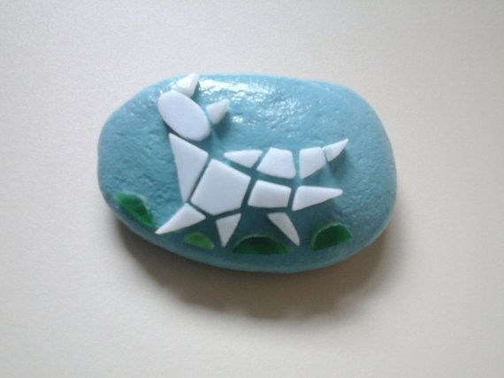 Paperweight mosaic cat kitten on pebble stone di Crazy4Mosaics