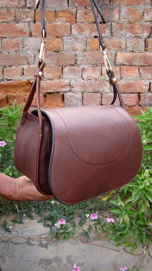 Raisin Gigi, Chiaroscuro, India, Pure Leather, Handbag, Bag, Workshop Made, Leather, Bags, Handmade, Artisanal, Leather Work, Leather Workshop, Fashion, Women's Fashion, Women's Accessories, Accessories, Handcrafted, Made In India, Chiaroscuro Bags - 10