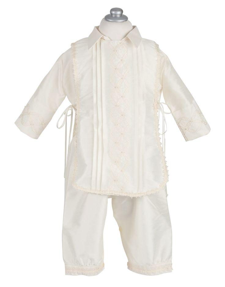 CASULLA -Ropón en shantung, bordado con perlas a mano, pechera desmontable. Las tallas 24 y 36 no incluyen zapatitos se cotizan aparte.  Incluye: Pantalón, camisa, pechera desmontable, gorro, zapatitos y fé de bautismo.