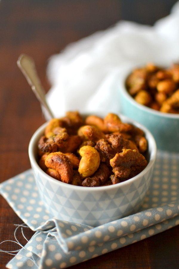 Noix de cajou et noix rôties aux épices { Idée apéritive } http://www.lesrecettesdejuliette.fr
