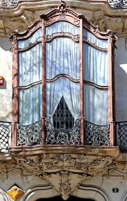 Barcelona - Alí Bei 003; i like the lines of this window. incorporate into our headboard?