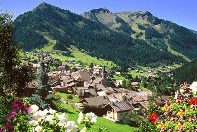The charming village of Châtel, France. Le joli village de Châtel et ses chalets typiques de la vallée d'Abondance.