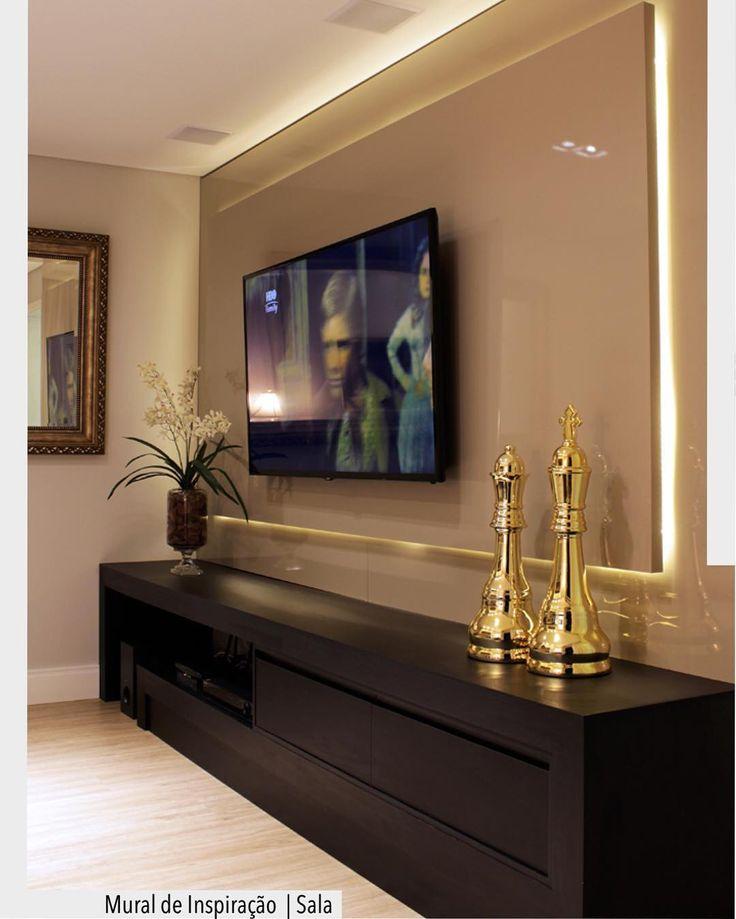 E ficamos por hoje com esta linda inspiração para salas e homes. Destaque para o painel alto brilho com iluminação em led. Arquiteturade #arquiteturadecoracao #olioliteam #adsala #sala #living