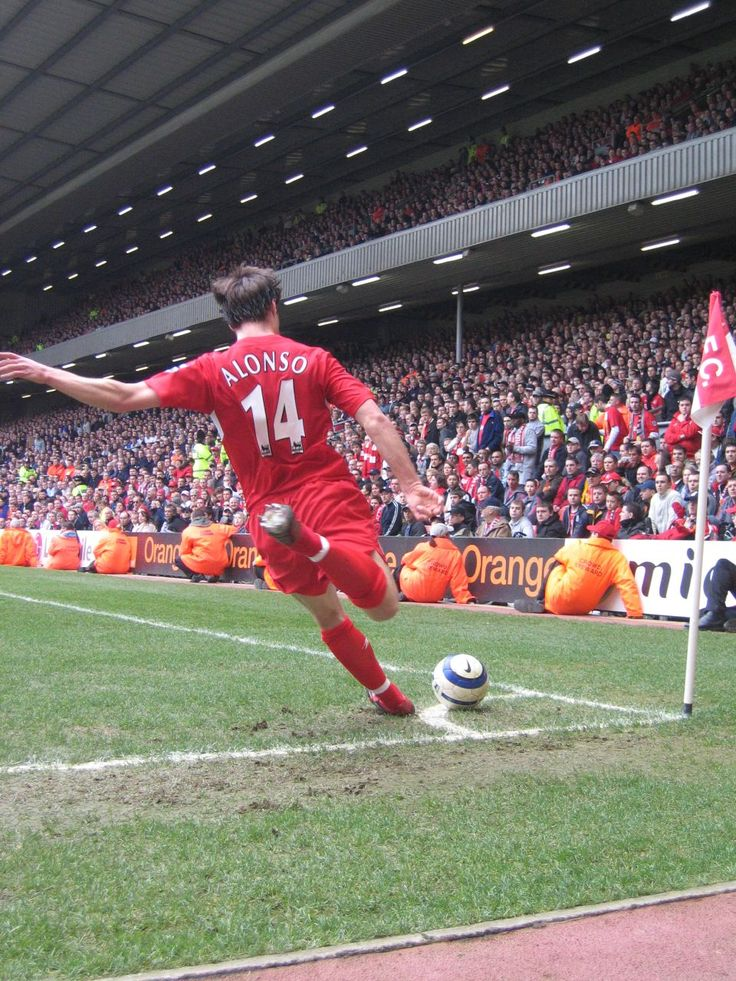 Xabi Alonso, Liverpool FC 2006. Source: Wikipedia