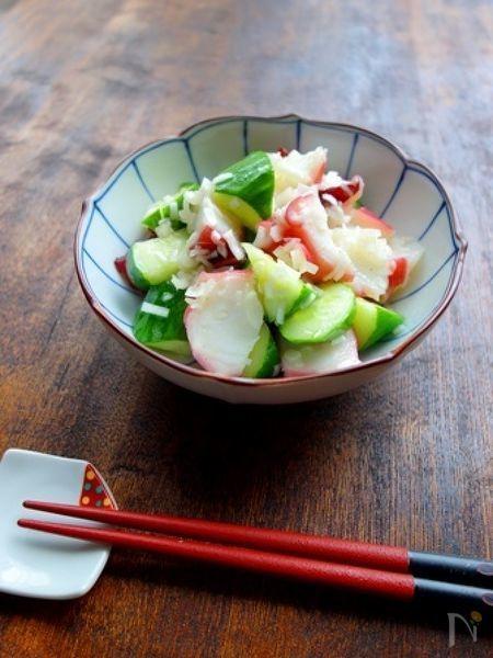 相性の良いタコと胡瓜をたっぷりのねぎと、香ばしいごま油で和えた簡単スピードメニュー。ビールや日本酒がすすみます♪