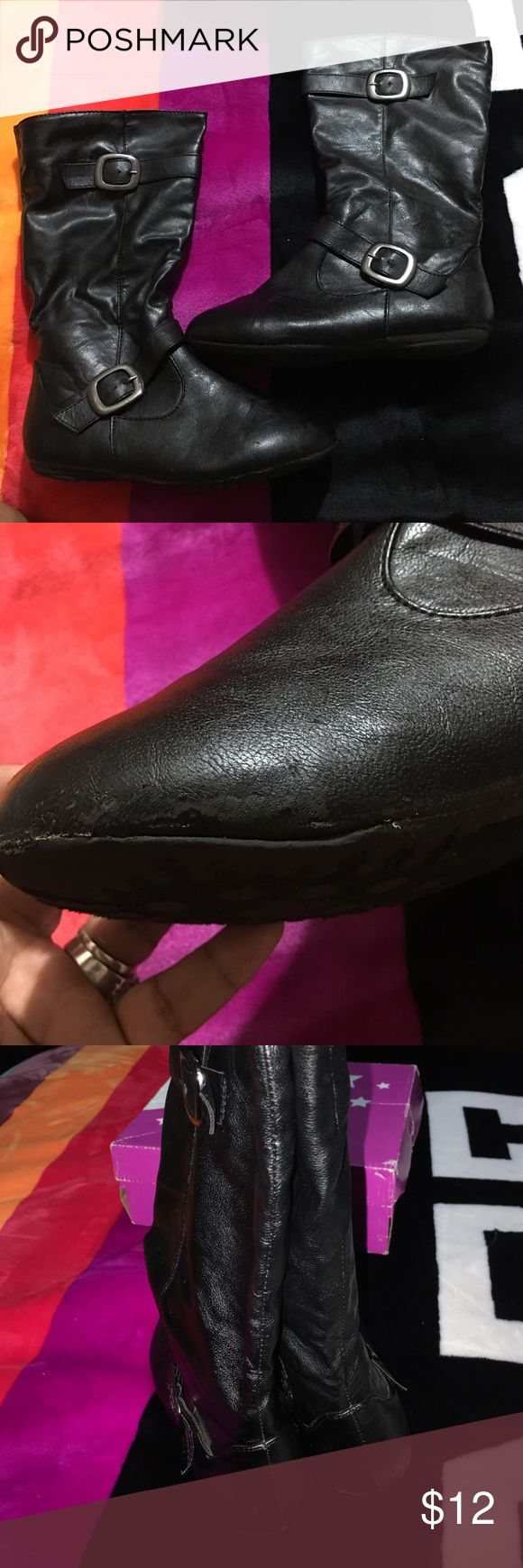 Tall Black Boots Girls Has light scuffing see pic comes with box #No lowballs  #No Holds  #No Separating Of Item  #No trying on items   #If items are listed it's still available don't ask  #No rude comments=BLOCK  # Please don't ask have I shipped I ship same day or next business day   #I do not control shipping speed or delays please don't ask where your package is I know as much as you do  Items comes from a smoking home if that's a problem don't purchase, pet free home please ask…