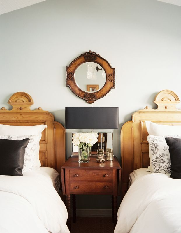 twin beds | mixed woods