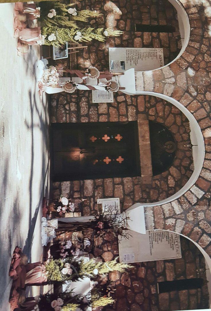Marilia vaftisi decor outside of church