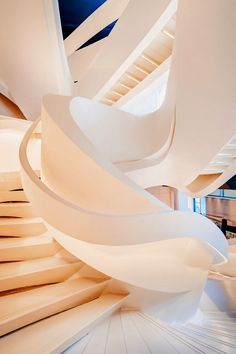 Magnificent Staircase | Best architecture designs | www.bocadolobo.com #bocadolobo #luxuryfurniture #architecture #modernarchitecture #contemporaryarchitecture #sustainablearchitecture #modern #sustainable #buildings #projects #architectural #arch #house #modernhouse #housedesign #futuristicbuilding #futuristicarchitecture