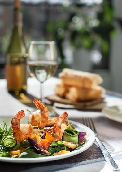 mix salad with prawns / mix sałat z krewetkami/ Concordia taste