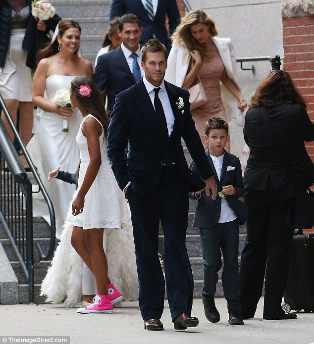 Gisele Bundchen And Tom Brady Put On United Front For Sister S Wedding
