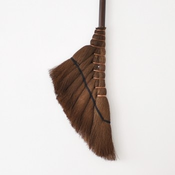 Oji Masanori brooms are manufactured by an extremely skilled and experienced craftsman. It uses a unique method of weaving traditional and natural materials. Each broom was made with love and care.