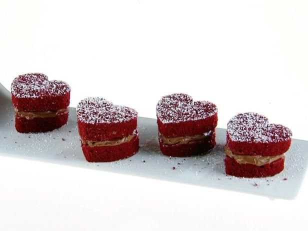 Get Giada De Laurentiis's Red Velvet Whoopie Pies with Chocolate Cream Cheese Filling Recipe from Food Network
