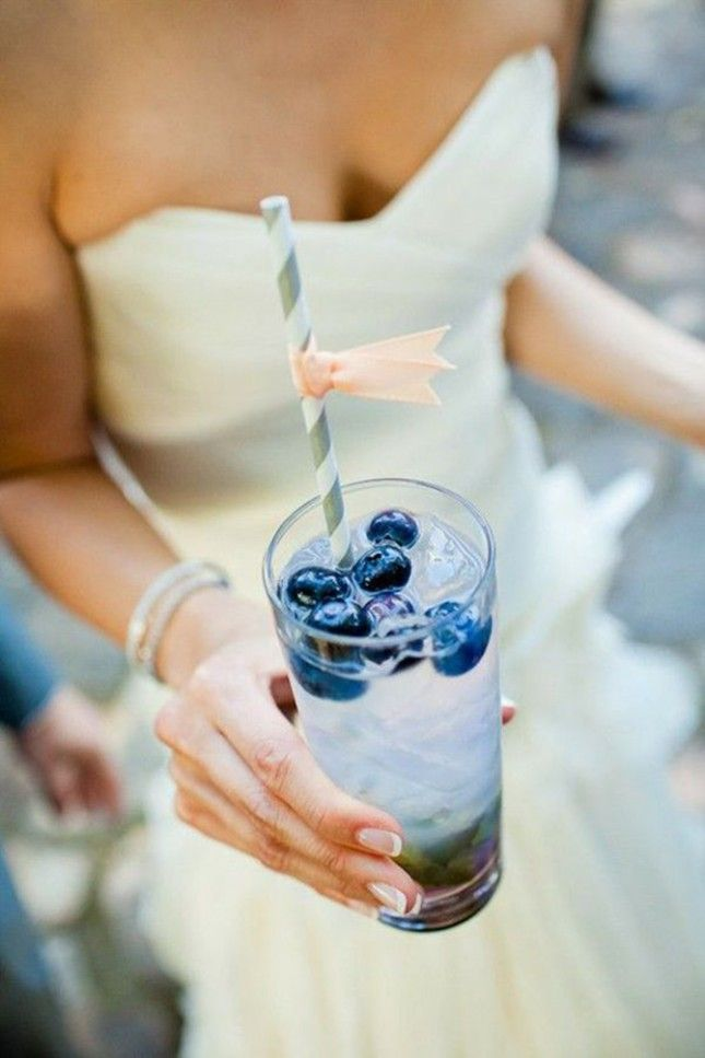 Make blueberry mojitos with this recipe.
