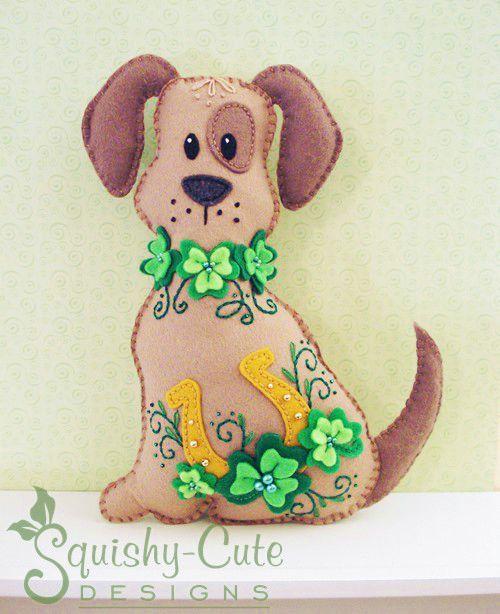 Cane farcito fantasia animalier Plushie di SquishyCuteDesigns