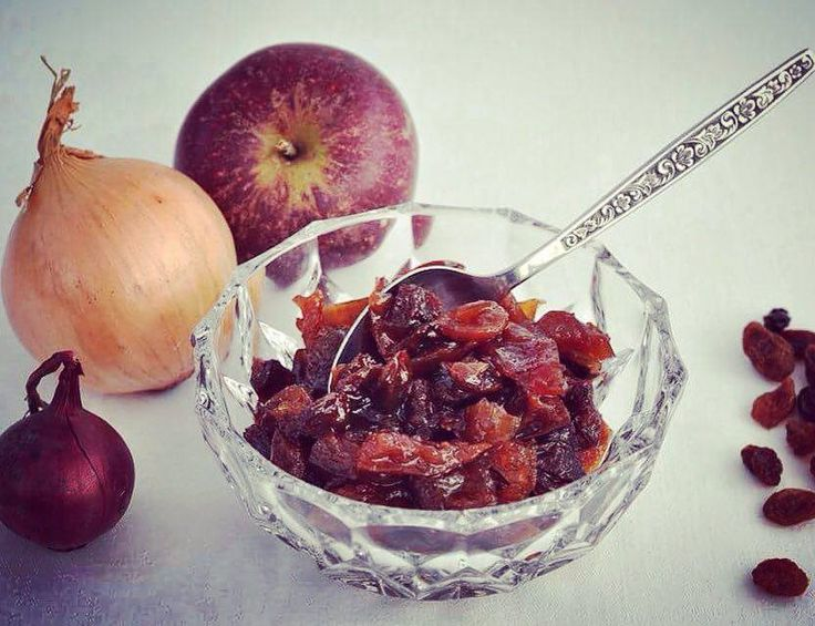 At Homies Finest we always try to have a minimum of kitchen waste and recycle everything edible that can be used in another variation or dish. When we make apple vinegar and pour the vinegar on bottles, we don't throw away the apple residue. Instead we turn it into lovely apple chutney. It's great with …