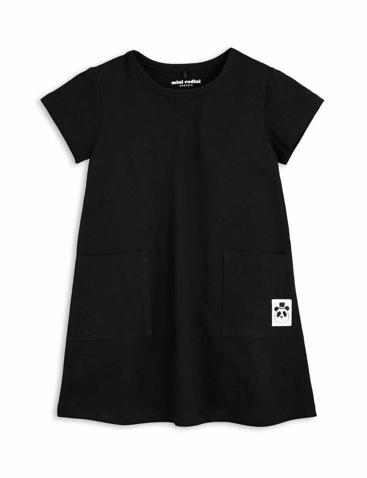 Short sleeve dress in black with two pockets and a panda label at front. This dress is part of Mini Rodini's Basic-series.
